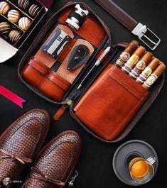Good Cigars, Cigars And Whiskey, Cigar Accessories, Leather Accessories, Cigar Smoking, Smoking Pipes, Dominican Men, Cigar Club, Cigar Cases