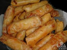 Spring rolls are an Asian appetizer consisting of a paper-thin pastry sheet filled with a choice of ingredients, rolled into a cylindrica. Spring Roll Pastry, Vegetable Spring Rolls, Asian Appetizers, Asian Recipes, Ethnic Recipes, Arabic Recipes, Brunch, Roasted Salmon, Arabic Food
