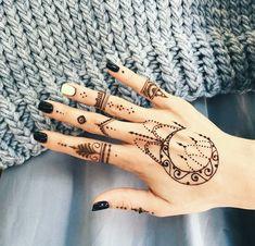 ideen f r weibliche tattoos kontinente blau und lila tattoo motive f r abenteurer lifestyle. Black Bedroom Furniture Sets. Home Design Ideas