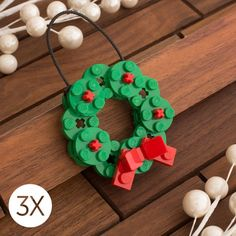 Every Christmas tree deserves one of these Lego ornaments Jeder Weihnachtsbaum verdient eines dieser Lego-Ornamente Lego Christmas Ornaments, Noel Christmas, Christmas Decorations, Handmade Decorations, Legos, Lego Batman, Lego Duplo, Christmas Projects, Christmas Decorating Ideas