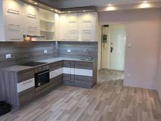 Gépészetileg, és esztétikailag is teljes körűen felújított harmadik emeleti téglalakás eladó. Az ingatlan amerikai konyhás nappali, plusz 2 fél szobás e...