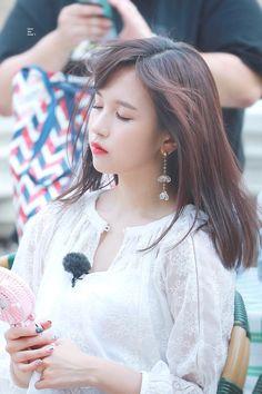 twice ♡ mina Kpop Girl Groups, Korean Girl Groups, Kpop Girls, Nayeon, K Pop, Sana Momo, Jihyo Twice, Myoui Mina, Twice Kpop