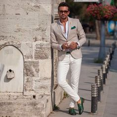 Classic Two pieces blazer with white trousers. Dressing like a true gentleman is not only about fashion, but about self-discipline. Traje Casual, Casual Suit, Casual Outfits, Men Casual, Der Gentleman, Gentleman Style, Suit Fashion, Mens Fashion, White Trousers