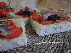 Cocina Sin Problemas: ¿Cómo se hace? Coca de pan, masa de pizza: con tomate , morcilla, salchichas y sardinas saladas.