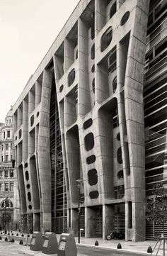 The Bank of London, Buenos Aires Argentine (1959-66) | Architect : Clorindo Testa | Photo © Cemal Emden