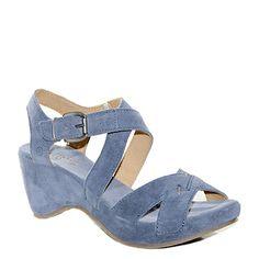#Sandalo con la zeppa in camoscio color carta da zucchero di #Khrio  http://www.tentazioneshop.it/scarpe-khrio/sandalo-14046-jeans-khrio.html