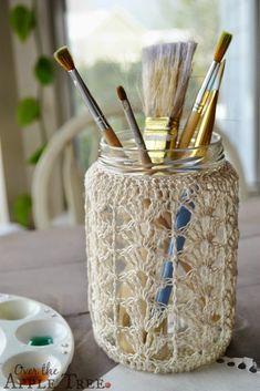 mason jar diy, mason jar crafts, crochet projects, crochet crafts, c Crochet Home, Cute Crochet, Crochet Crafts, Crochet Projects, Mason Jar Crafts, Mason Jars, Mason Jar Cozy, Crochet Jar Covers, Diy Recycling