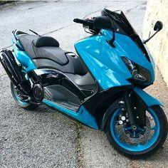 Aucun texte alternatif disponible. Tmax Yamaha, Scooter Design, Custom Trikes, Scooter Custom, Big Boyz, T Max, Fan Page, Motorbikes, Cool Cars