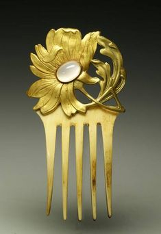 Gilt bronze floral motif, Art Nouveau style, ornated with an opal gemstone and mounted on an ivory comb. www.creative-museum.com