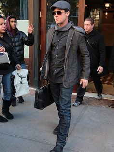 Star Tracks: Thursday, November 26, 2015 | BUSINESS, MAN  | A bundled and briefcase-clad Brad Pitt steps out in chilly New York City on Wednesday.