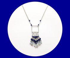 Collier  graphique bleu marine et argent tissé de  perles de