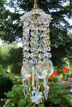 Beautiful beaded wind chime to add sparkle to the garden 15 - GODIYGO. Crystal Wind Chimes, Diy Wind Chimes, Hanging Crystals, Diy Crystals, Crystal Beads, Garden Whimsy, Garden Art, Garden Crafts, Glass Garden