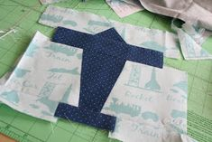 badskirt: Airplane Block Tutorial Quilt Blocks Easy, Picnic Blanket, Outdoor Blanket, Airplane Crafts, Barn Quilt Patterns, Missouri Star Quilt, Baby Quilts, Projects To Try, Quilting