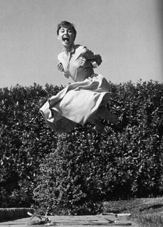 another photo from the jump series, shot by philippe halsman 1955 of audrey hepburn Audrey Hepburn Pictures, Audrey Hepburn Style, Audrey Hepburn Wallpaper, Magnum Photos, Riga, Vie Simple, Philippe Halsman, Julia, Grace Kelly