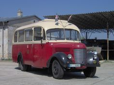 Vintage Cars, Retro Vintage, Alfa Cars, Bus Coach, Busses, Old Trucks, Motor Car, Cars And Motorcycles, Coaching