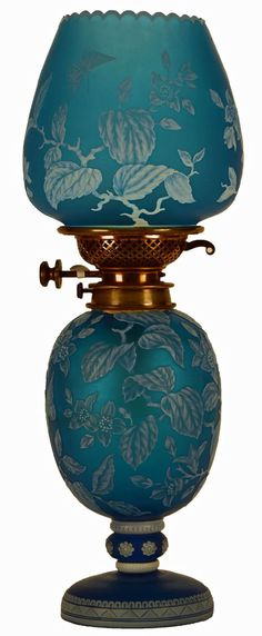 Exceptional English Cameo Two-Part Oil Lamp 4