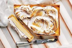 Corn flake pastry brings a new and unique flavour to this classic combination of lemon meringue.