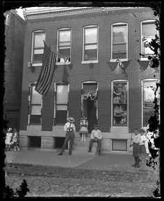 People celebrating the Star-Spangled Banner Centennial  Baltimore, Maryland  1914  Unidentified photographer  4 x 5 inch glass negative   Baltimore City Life Museum Collection  Maryland Historical Society  MC3832 E