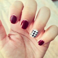 Houndstooth accent nail by Adrianna Mendoza