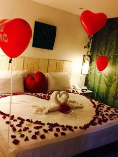 Romantic Valentine Bedroom Decor Ideas You Should Try - You're probably tired of reading articles on how to decorate your dining room for Valentines, how to decorate your table for the perfect Valentine din. Romantic Room Surprise, Romantic Night, Romantic Dates, Romantic Dinners, Romantic Ideas, Romantic Getaway, Romantic Room Decoration, Romantic Bedroom Decor, Diy Bedroom Decor