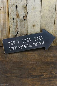 "Direct your feet forward with this motivational Arrow Sign! The hanging arrow is made of wood and the front is made to look like a chalkboar. - ""Don't Look Back You're Not Going That Way"" Arrow Sign Diy Wood Signs, Pallet Signs, Rustic Signs, Pallet Art, Wooden Signs With Sayings, Diy Craft Projects, Wood Projects, Craft Ideas, Cute Signs"