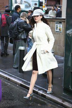 Fashion Shoot, Look Fashion, Retro Fashion, High Fashion, Fashion Outfits, Womens Fashion, Fashion Design, Anne Hathaway Style, Devil Wears Prada