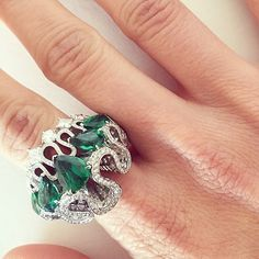 Emerald envy. @mduenasjacobs. #ShowstopperSunday #Dior