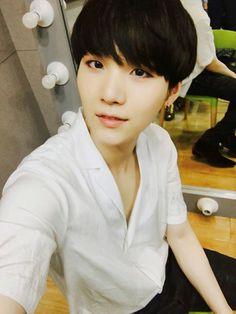 Please keep your hair black, Min Yoongi-ssi...