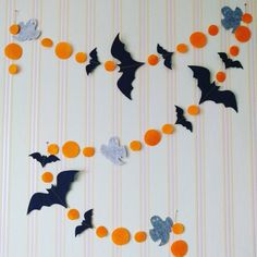 Halloween garland - Real Time - Diet, Exercise, Fitness, Finance You for Healthy articles ideas Halloween Arts And Crafts, Homemade Halloween Decorations, Halloween Party Decor, Holidays Halloween, Halloween Kids, Fall Crafts, Moldes Halloween, Adornos Halloween, Halloween Girlande