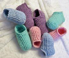 Pantoufles à côtes enfants 2-10 ans Knitting Patterns Free, Baby Knitting, Free Pattern, Crochet Patterns, Beginner Crochet Tutorial, Crochet For Beginners, Patron Crochet, Baby Kimono, Crochet Videos