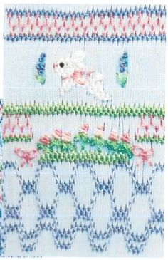 Smocking Plates, Smocking Patterns, Baby Sewing Projects, Sewing Crafts, Sewing Ideas, Smocked Baby Clothes, Smocking Tutorial, Smocks, Pleated Fabric