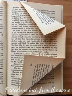 I just absolutely love creating my own folded book art. It's such a fun way of re-using old books and give them another purpose. Diy Old Books, Old Book Crafts, Book Page Crafts, Book Page Art, Recycled Books, Old Book Pages, Recycled Clothing, Recycled Fashion, Folded Book Art