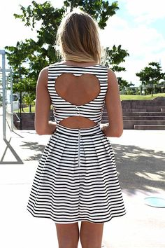 cute fashion dress tan hipster Grunge what heart girly stripes blah blah black and white stripes open back I reallly want this cause its cute asdlfkjasdlfkjas striped dress heart back Cute Dresses, Cute Outfits, Summer Dresses, Summer Clothes, Summer Outfits, Diy Mode, Mode Inspiration, Fashion Inspiration, Swagg