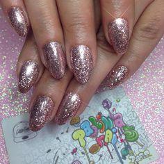 Glitter✨🌴 #paolinanails#atelierstore#paris#nails#nailart#nailartaddict #nailswag #nailaholic #nailgameproper #nail #art #stylish #nailartohlala #nailsofinstagram #beautiful #nailgame #nailblog #nailartists #nail #glitternails#summer