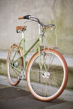 Now, I love my baby blue beach cruiser (thank you lulu!) but I'm kinda digging this pistachio beauty!