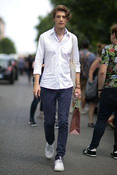 ミラノファッションウィークメンズ着こなし白シャツ