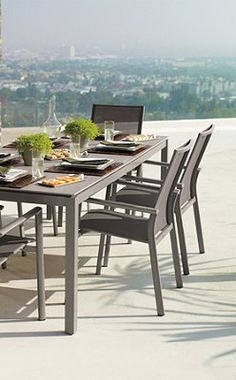 A luxurious modern dining experience from Frongate.