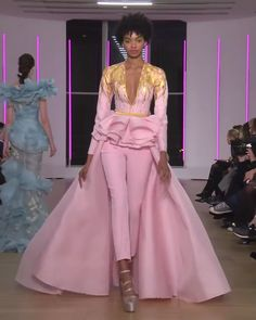 Georges Chakra Look Spring Summer 2018 Couture Collection Gorgeous Pink Woman's Evening Suit with Deep V-Neck Cut and a Skirt. Runway Show by Georges Chakra Georges Chakra, Couture Fashion, Runway Fashion, Fashion Show, Fashion Design, Gothic Fashion, Elegant Outfit, Elegant Dresses, Beautiful Dresses