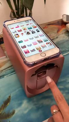 This nail art printer machine makes the nail art very easy & quick ! What do you think ? The post Nail Art Printer Machine Video appeared first on nageldesign. Cute Nails, Pretty Nails, Smart Nails, Pretty Nail Colors, Fancy Nails, Hair And Nails, My Nails, Shellac Nails Fall, Salon Nails