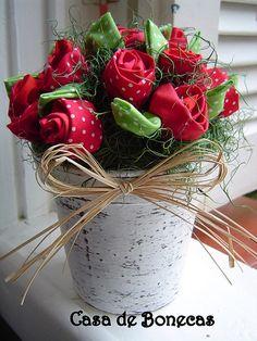 maceta con rosas de tela