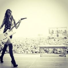 Lzzy Hale & Gibson Explorer #Perfect