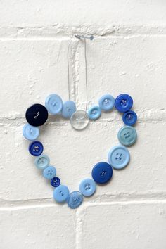 Create your own button heart hanger with wire and buttons; easy!