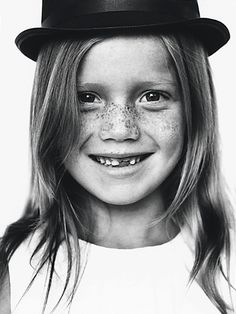 love black and white portraits Beautiful Smile, Beautiful People, Freckle Face, Portraits, Rose Gold Engagement Ring, Smile Face, Freckles, Children Photography, Baby Love
