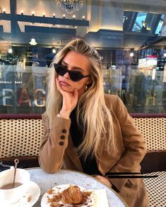 Shared by Ivana. Find images and videos about girl, fashion and style on We Heart It - the app to get lost in what you love. Beauté Blonde, Swedish Girls, Insta Photo Ideas, Mode Streetwear, Street Style, How To Pose, Autumn Winter Fashion, Dress To Impress, Cute Outfits