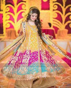 Muslim Brides Who Wore The Most Stunning Wedding Outfits Ever Pakistani Mehndi Dress, Bridal Mehndi Dresses, Pakistani Wedding Outfits, Indian Bridal Outfits, Bridal Dress Design, Wedding Dresses For Girls, Pakistani Wedding Dresses, Pakistani Dress Design, Pakistani Clothing