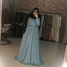 Цена:5500 Hijab Gown, Hijab Dress Party, Hijab Style Dress, Modest Outfits, Dress Outfits, Fashion Dresses, Arab Fashion, Muslim Fashion, Breastfeeding Dress