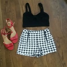 Forever 21 crop top and shorts Top M / shorts XS   shorts are high waist so crop top looks so cute worn  together Forever 21 Shorts