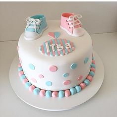 Gender reveal cakes are one of the hottest cakes around these days. Simply cut into the cake and the colour of the inside will reveal whether you're e. Baby Shower Cakes Neutral, Deco Baby Shower, Baby Shower Cake Pops, Baby Boy Shower, Pregnancy Gender Reveal, Baby Gender Reveal Party, Gender Party, Baby Reveal Cakes, Gender Reveal Cakes
