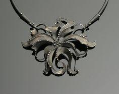 7003-necklace-pin-3-312-metal-265-e.jpg (2000×1582)