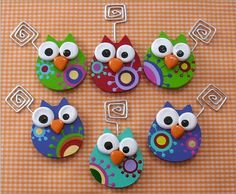 Polymer clay owl paper clips Picture only but it's a cute idea Polymer Clay Owl, Polymer Clay Kunst, Polymer Clay Figures, Polymer Clay Animals, Polymer Clay Projects, Polymer Clay Creations, Polymer Clay Jewelry, Clay Beads, Clay Earrings